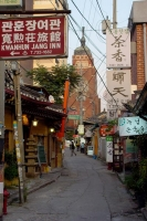 Photo de Narrow street in Seoul - South Korea