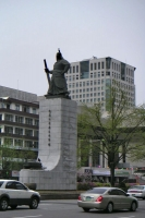 Foto van Street, houses and monument in Seoul - South Korea