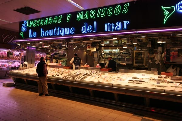 Send picture of Spanish fish shop from Spain as a free postcard