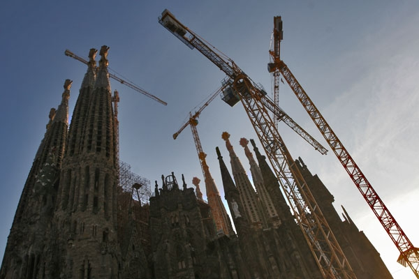Send picture of La Sagrada Familia church in Barcelona from Spain as a free postcard