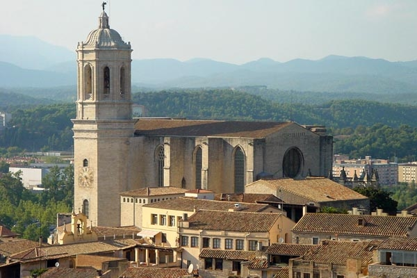 Send picture of A church in Girona from Spain as a free postcard