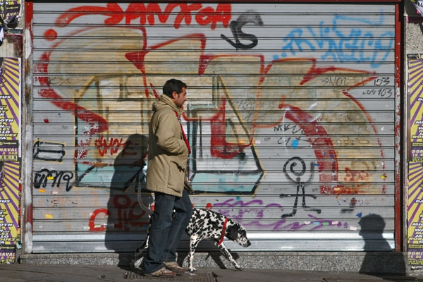 Send picture of Man walking his dog in Madrid from Spain as a free postcard