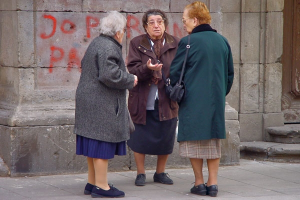 Send picture of Women chatting in the streets of Barcelona from Spain as a free postcard