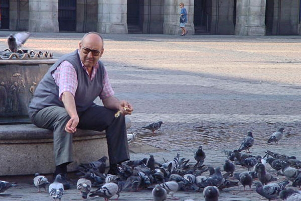 Man feeding pigeons in Barcelona
