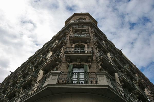 Send picture of Apartment building in Barcelona from Spain as a free postcard