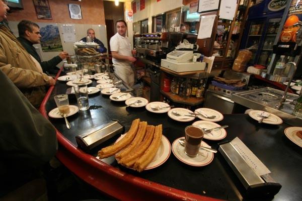 Spedire foto di Porras in a café in Madrid di Spagna come cartolina postale elettronica
