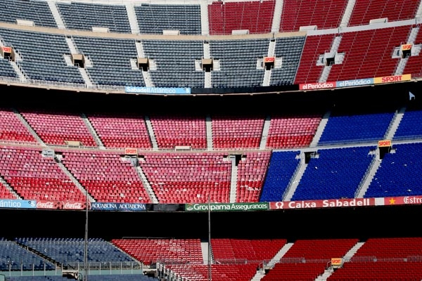 Spedire foto di Seats at Camp Nou stadium in Barcelona di Spagna come cartolina postale elettronica