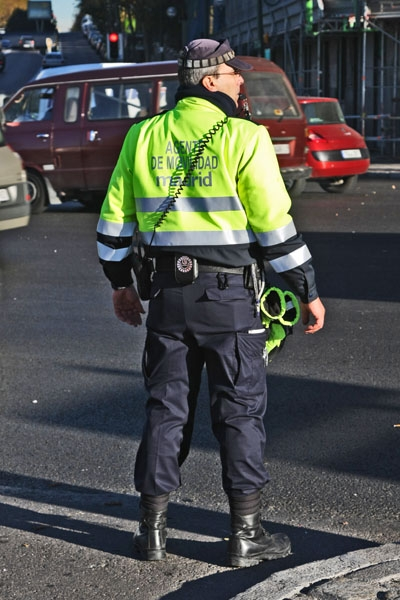Send picture of Traffic police in Madrid from Spain as a free postcard