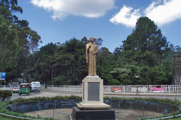 Send picture of Roundabout in Nuwera Eliya from Sri Lanka as a free postcard