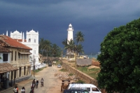 Foto de Small street and lighthouse in Galle - Sri Lanka