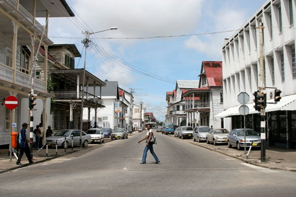 Send picture of Woman crossing a Paramaribo street from Surinam as a free postcard