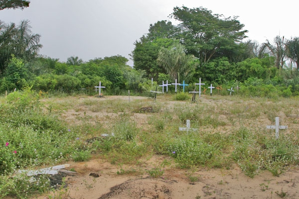 Send picture of Cemetery in Surinam from Surinam as a free postcard