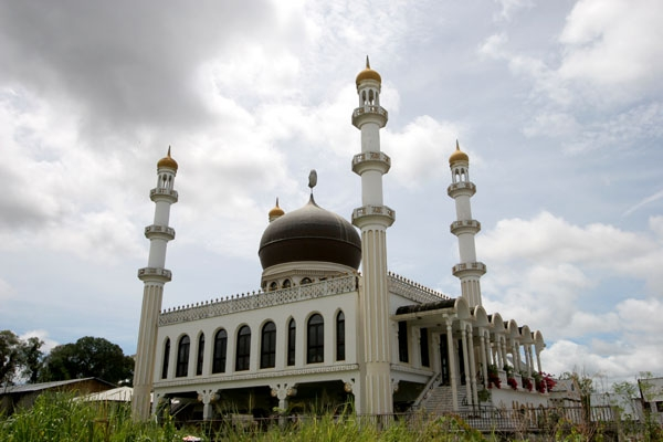 Send picture of Mosque in Paramaribo from Surinam as a free postcard