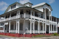 Photo de A typical wooden house in Paramaribo: the ministry of Justice and Police - Surinam