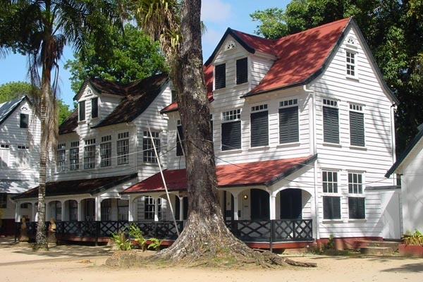 Send picture of House in Paramaribo from Surinam as a free postcard
