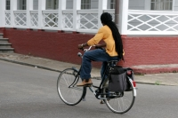 Foto di Man cycling in the streets of Paramaribo - Surinam