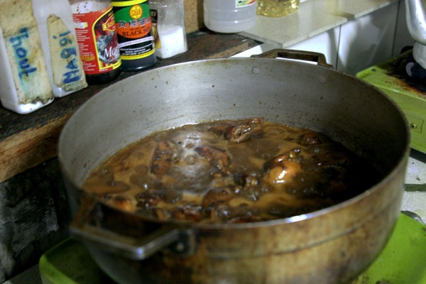 Send picture of Surinamese dish in the making from Surinam as a free postcard