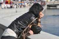 Foto de Thoughtful woman in Stockholm - Sweden