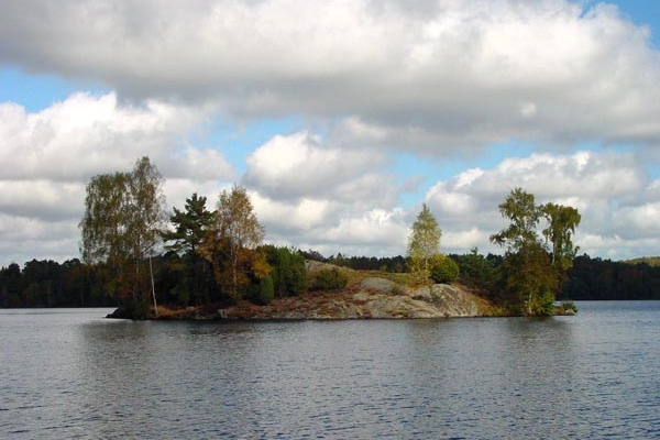Send picture of Tiny island in Delsjön from Sweden as a free postcard