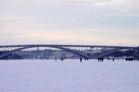 Foto van People walking on the frozen sea - Sweden