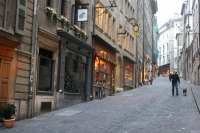 Foto de Small shopping street in Geneva - Switzerland