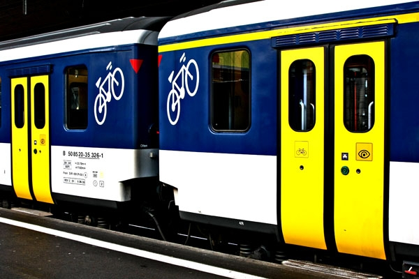 Send picture of Swiss train with bicycle compartment from Switzerland as a free postcard