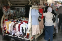 Foto van Car functioning as a clothes shop - Syria