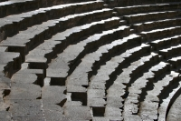 Photo de Seats of Bosra amphitheater - Syria