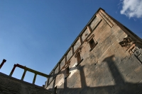 Foto di Shadows of pillars at Bosra amphitheater - Syria