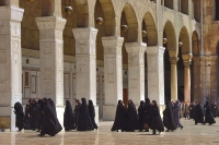 Foto van Women at the Omayyad mosque - Syria