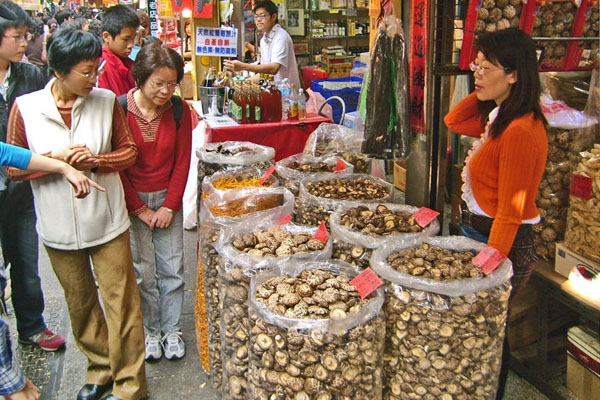 Envoyer photo de Chinese mushrooms at the market in Kaohsiung city de Taiwan comme carte postale électronique