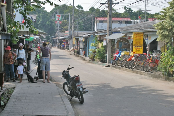 Send picture of Street in Ban Phe from Thailand as a free postcard