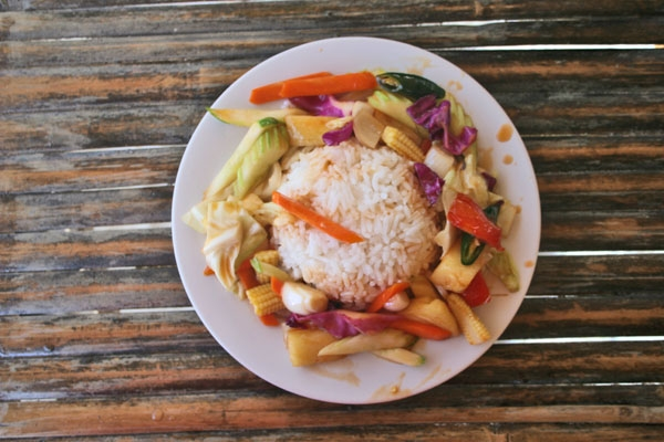 Stuur foto van Typical Thai dish with rice and vegetables van Thailand als een gratis kaart