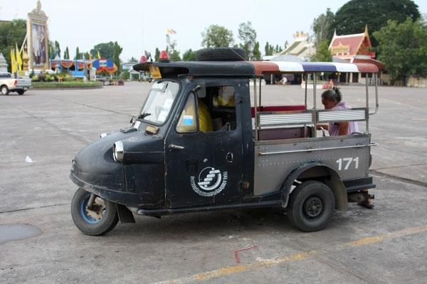 Envoyer photo de Tuktuk driver waiting for customers de Thailande comme carte postale électronique