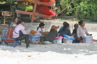 Foto di Masseuses waiting for customers on the beach on Koh Samet - Thailand