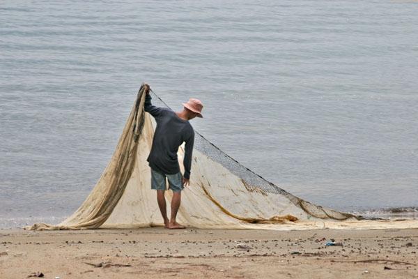 Envoyer photo de Fisherman working in southern Thailand de Thailande comme carte postale électronique