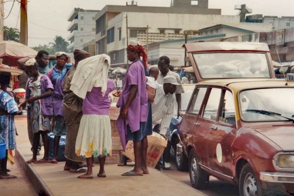 Send picture of People waiting to border a taxi in Lomé from Togo as a free postcard