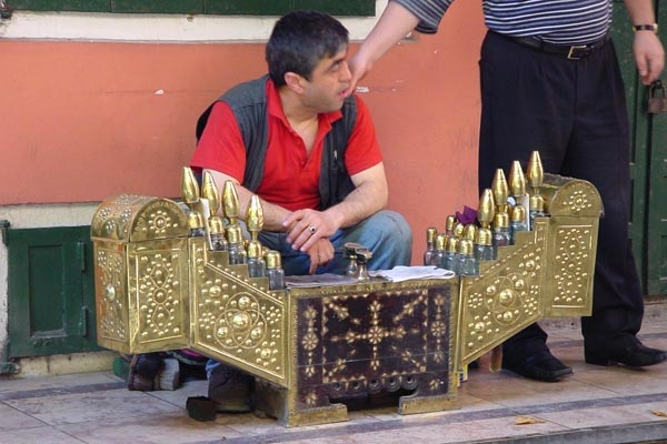 Send picture of Perfume seller from Turkey as a free postcard