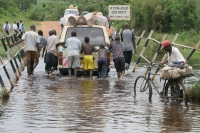 Foto di Flooded road - Uganda