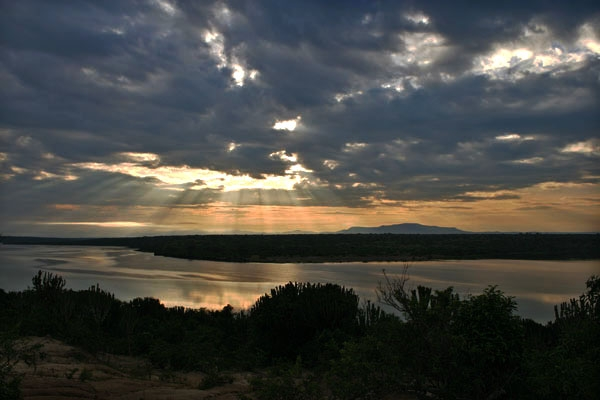 Enviar foto de Early morning sun over Kazinga Channel de Uganda como tarjeta postal eletr&oacute;nica