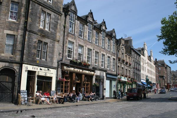 Send picture of Edinburgh cafés from United Kingdom as a free postcard
