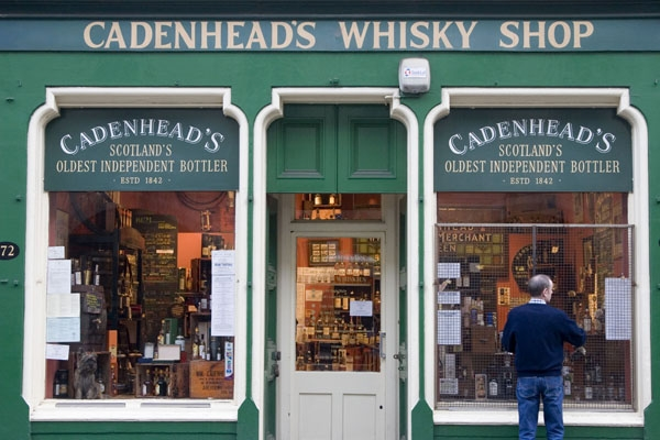 Spedire foto di Whisky shop in Edinburgh di Regno Unito come cartolina postale elettronica