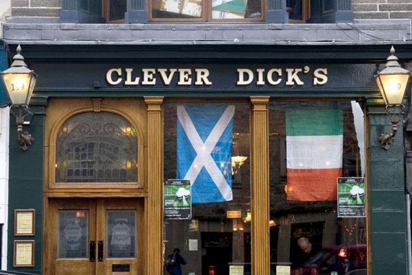 Spedire foto di Clever Dick's bar in Edinburgh di Regno Unito come cartolina postale elettronica