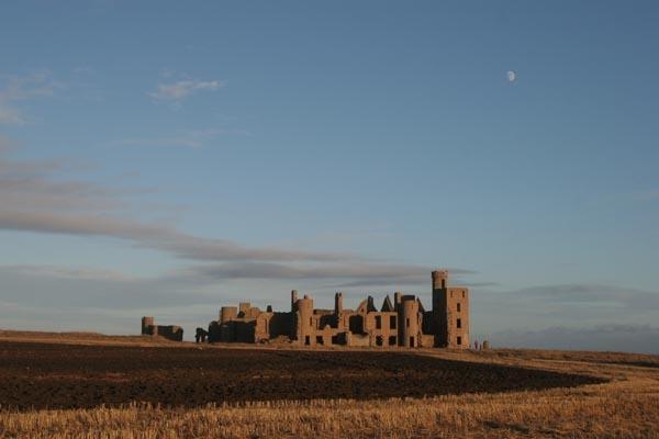 Spedire foto di Slains Castle di Regno Unito come cartolina postale elettronica