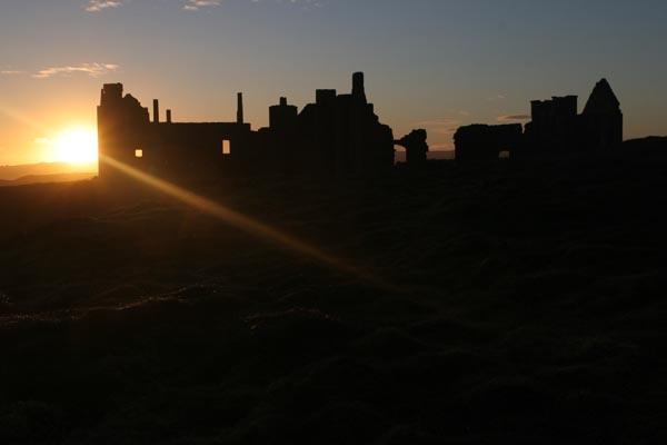 Stuur foto van Slains Castle just before sunset van Verenigd Koninkrijk als een gratis kaart