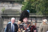 Foto van Scottish man playing bagpipe - United Kingdom