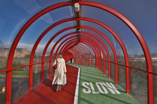 Spedire foto di Overpass for pedestrians and cyclists in Glasgow di Regno Unito come cartolina postale elettronica