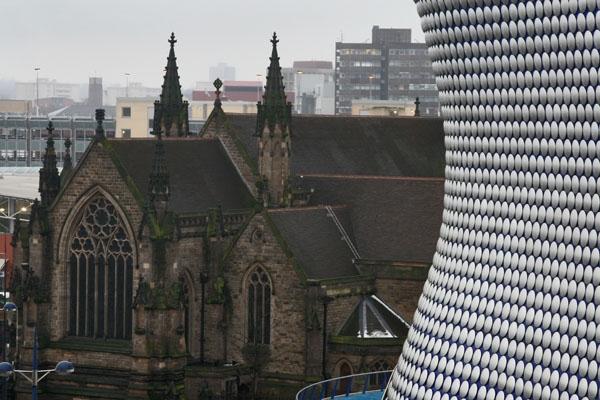 Spedire foto di St. Martins Church next to Selfridges in Birmingham di Regno Unito come cartolina postale elettronica