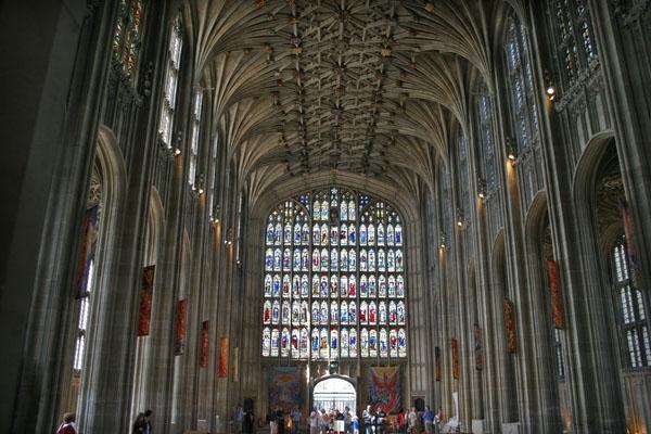 Spedire foto di Interior of  St. George Chapel di Regno Unito come cartolina postale elettronica