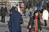 Foto van Women in the streets of Birmingham - United Kingdom